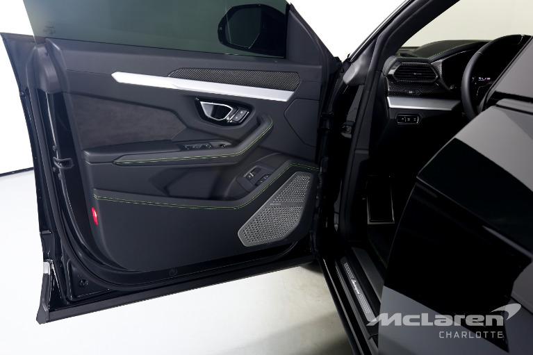 Used-2020-Lamborghini-Urus-Base